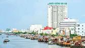 Dự án di dời các hộ dân sống ven và trên kênh rạch quận 8 được đầu tư theo hình thức PPP.  Ảnh: LONG THANH