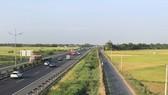 Hàng rào an toàn cao tốc TP.HCM - Trung Lương bị phá hoại nghiêm trọng