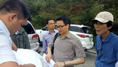 Phó Thủ tướng Vũ Đức Đam khảo sát tại bán đảo Sơn Trà. Đứng bên trái Phó Thủ tướng là ông Nguyễn Sự, nguyên Bí thư Thành ủy Hội An