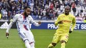 Lyon (trái) xem như chắc suất dự Europa League.