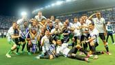 Các cầu thủ Real Madrid và khoảnh khắc đăng quang ở La Rosaleda.