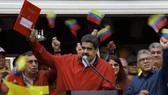 Tổng thống Nicolas Maduro thông báo sẽ giao cho Hội đồng Bầu cử quốc gia (CNE) Venezuela quyền triệu tập Quốc hội lập hiến, ngày 23-5. Ảnh: REUTERS