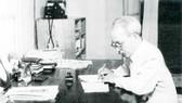 Chủ tịch Hồ Chí Minh làm việc ở số nhà 54 (1957)