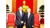 Tổng Bí thư Nguyễn Phú Trọng tiếp đồng chí Tống Đào, Ủy viên Trung ương Đảng, Trưởng Ban Liên lạc Đối ngoại Trung ương, Đặc phái viên của Tổng Bí thư Đảng Cộng sản Trung Quốc Tập Cận Bình  