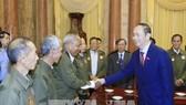 Chủ tịch nước gặp công dân Lào có công với cách mạng Việt Nam