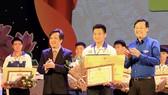 Thí sinh Hà Việt Hoàng giành giải nhất cuộc thi Tự hào Việt Nam 2017