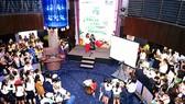 Phiên chợ yêu thương - một hoạt động do Báo SGGP phối hợp với Công ty nước giải khát Suntory Pepsico  tổ chức có đông đảo phụ nữ tham gia. Ảnh: TIỂU TÂN