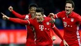 David Alaba, Robert Lewandowski và Mats Hummels (từ trái qua phải), 3 trong số 7 cầu thủ của Bayern Munich có tên trong đội hình tiêu biểu cuả Bundesliga mùa này.