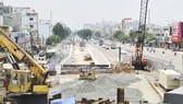 Công trình hầm chui An Sương đang thi công   Ảnh: CAO THĂNG