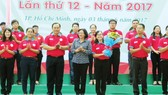 Head of the Department of Propaganda and Training of the HCMC Party Committee Than Thi Thu attened the launch of the campaign.