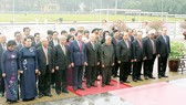 Các đồng chí lãnh đạo Đảng, Nhà nước vào Lăng viếng Chủ tịch Hồ Chí Minh