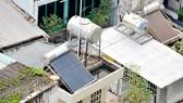 Hệ thống điện năng lượng mặt trời được lắp đặt trên mái nhà