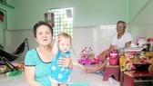 Vợ chồng ông Phạm Văn Nghĩa, bà Lê Thị Bông (cùng 69 tuổi, ngụ tại huyện Nhà Bè) là hộ duy nhất trong huyện vừa thoát khỏi diện đặc biệt khó khăn nhờ được hỗ trợ xây nhà
