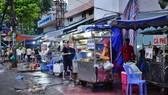Buôn bán lấn chiếm vỉa hè trên đường Cống Quỳnh, Q.1, TP.HCM - Ảnh: Hữu Thuận