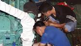 Các thợ sửa máy Công ty Nam Triệu sửa máy những con tàu vỏ thép NĐ-67 ở Cảng Đề Gi (huyện Phù Mỹ, Bình Định).