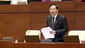 Bộ trưởng Bộ NN-PTNT Nguyễn Xuân Cường trả lời chất vấn của ĐB ngày 13.6