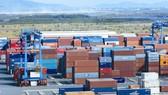 Nhiều doanh nghiệp vẫn băn khoăn về tính khả thi của nghị định về niêm yết giá và phụ phí vận tải biển bằng container.