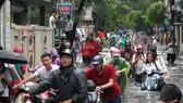 Nhiều tuyến đường ngập sâu Hà Nội do bão số 2