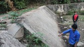 Công trình đập thủy lợi suối Lét ở xã Tam Chung, huyện Mường Lát được đầu tư 1,7 tỷ đồng nhưng không phát huy hiệu quả, hiện đang bỏ hoang