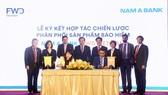 FWD hợp tác độc quyền phân phối bảo hiểm với Nam A Bank