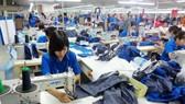 """Các doanh nghiệp """"ngậm ngùi"""" chấp thuận mức tăng lương tối thiểu vùng là 6,5%. (Ảnh minh họa)"""