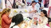 Du khách tham quan, đặt tour tại Ngày hội du lịch TPHCM