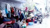 Vì nhà quá nhỏ, hầu hết vật dụng và mọi sinh hoạt thường ngày của người dân hẻm 24 Thủ Khoa Huân đều diễn ra ngay ở lòng hẻm