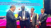 Ông Ousmane Dione, Giám đốc WB tại Việt Nam trao đổi ý kiến với các đại biểu. Ảnh: WB