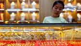 Giá vàng thế giới giảm xuống mức thấp nhất trong ba tuần