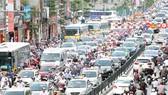 Tắc đường là tình trạng không hiếm gặp khi tham gia giao thông tại Hà Nội. (Ảnh: PV/Vietnam+)