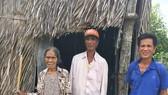 3 mẹ con sống trong mái nhà rách nát