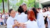 Nhiều bệnh nhân đã khóc khi chia tay GS-TS Thầy thuốc Nhân dân Nguyễn Anh Trí - một người bác sĩ tận tâm, tận tụy, có nhiều cống hiến cho ngành y              Ảnh: internet