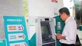 Khách hàng có thể thanh toán tiền điện tại 2.022 máy ATM của các ngân hàng