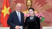 Chủ tịch Quốc hội Nguyễn Thị Kim Ngân tiếp Chủ tịch Hãng Deloitte Toàn cầu. Ảnh: TTXVN
