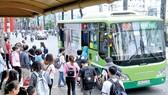 Phát triển hệ thống VTHKCC giúp hạn chế phương tiện cá nhân lưu thông                                       Ảnh: THÀNH TRÍ
