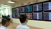 Investors at Vietcombank Securities Company. (Photo: VNA/VNS)