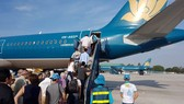 Passengers boarding a plane at Tan Son Nhat Airport (Photo: SGGP)