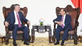 Prime Minister Nguyen Xuan Phuc receives chairman cum director general of Boeing Compnay Kevin Mc Allister on October 2 (Photo: VGP)
