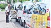 Xe taxi hoạt động tại TPHCM. Ảnh:  CAO THĂNG