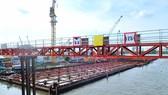 Công trình thi công cống ngăn triều chống ngập có tính yếu tố biến đổi khí hậu tại TPHCM  Ảnh: CAO THĂNG