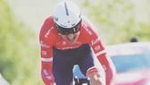 Tom Dumoulin dũng mãnh trên đường đua cá nhân tính giờ.