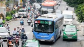 Xe buýt lưu thông trên đường Điện Biên Phủ qua quận 3    Ảnh: THÀNH TRÍ