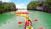 風光迷人的下龍灣吸引眾多國外遊客前往觀光。