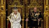 英國女王伊莉莎白二世和其丈夫菲力浦親王。(圖源:互聯網)
