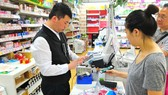 新加坡市民在超市購物。(圖源:互聯網)