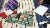 圖為當場查獲的贓物。(圖源:VOV)
