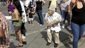 在日本隨處可見花甲老人。