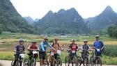 騎自行車旅遊能慢慢地欣賞沿途漂亮的美景。