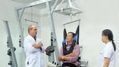 ACC專家為病人指引鍛練法。