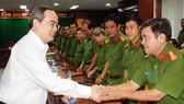 Bí thư Thành ủy TPHCM Nguyễn Thiện Nhân gặp gỡ lãnh đạo các đơn vị trực thuộc Cảnh sát PCCC TPHCM